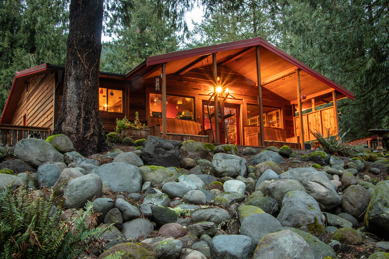 One level Ranch Craftsman Style home on the Sandy River