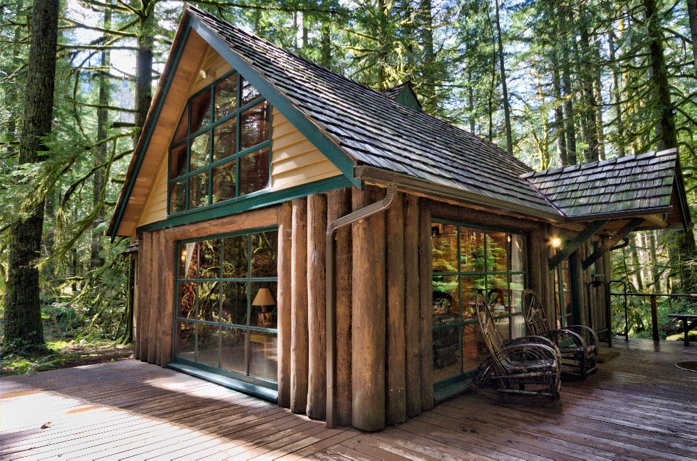 Mt. Hood Log Cabin near Rhododendron Oregon