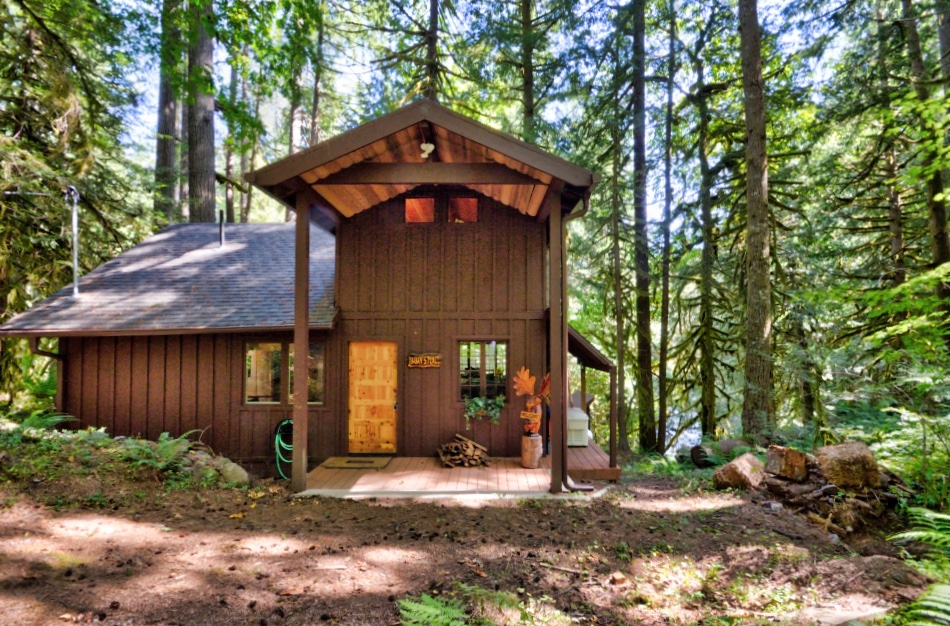 Rhododendron Waterfront Cabin on Mt. Hood