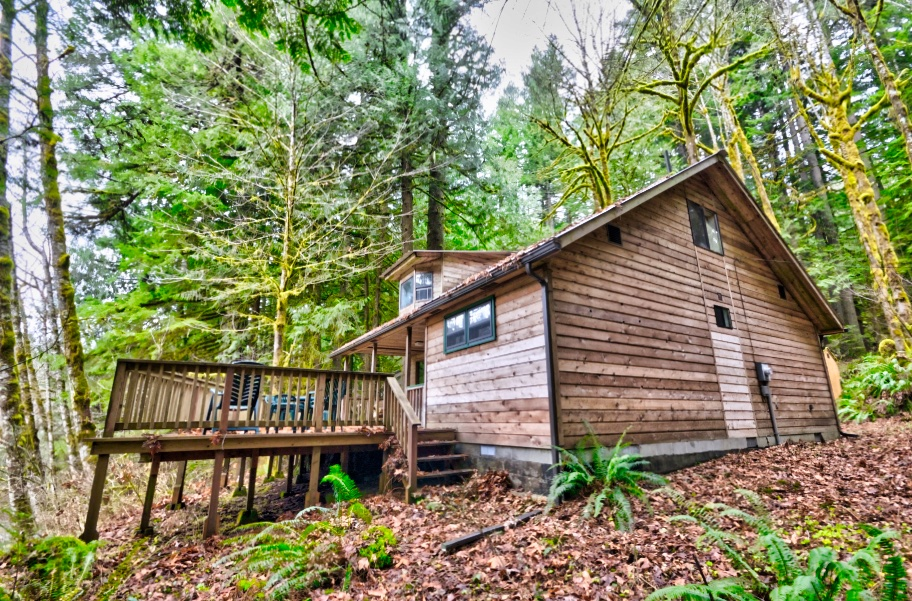 Henry Creek Cabin in the Mt. Hood National Forest
