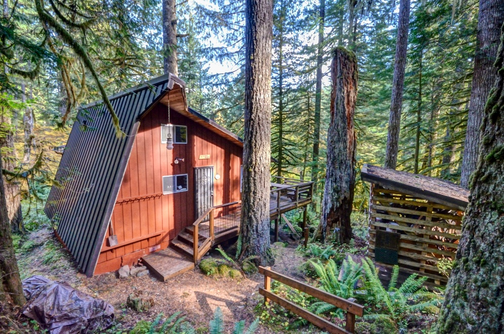 Still Creek Cabin with Two Bedrooms and a loft in the Mt. Hood National Forest