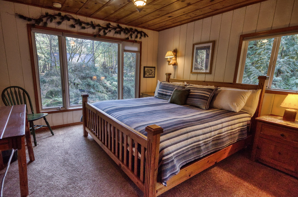 Salmon Riverfront Vacation Rental Master Bedroom on Mt. Hood