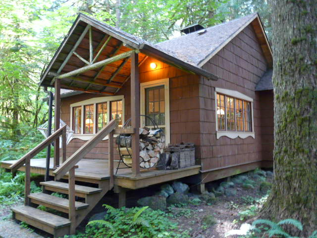 Mt. Hood National Forest Cabin on leased land in Rhododendron Oregon