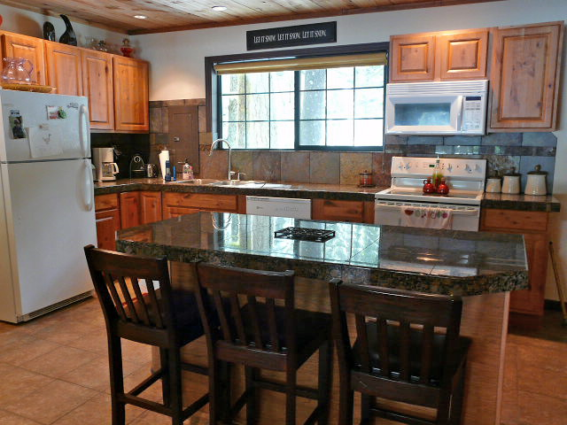 Zig ZagRiverfront Cabin with granite counter tops