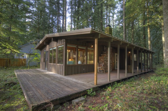 Mt. Hood Cabin in Rhododendron with two bedrooms near the Zig Zag River