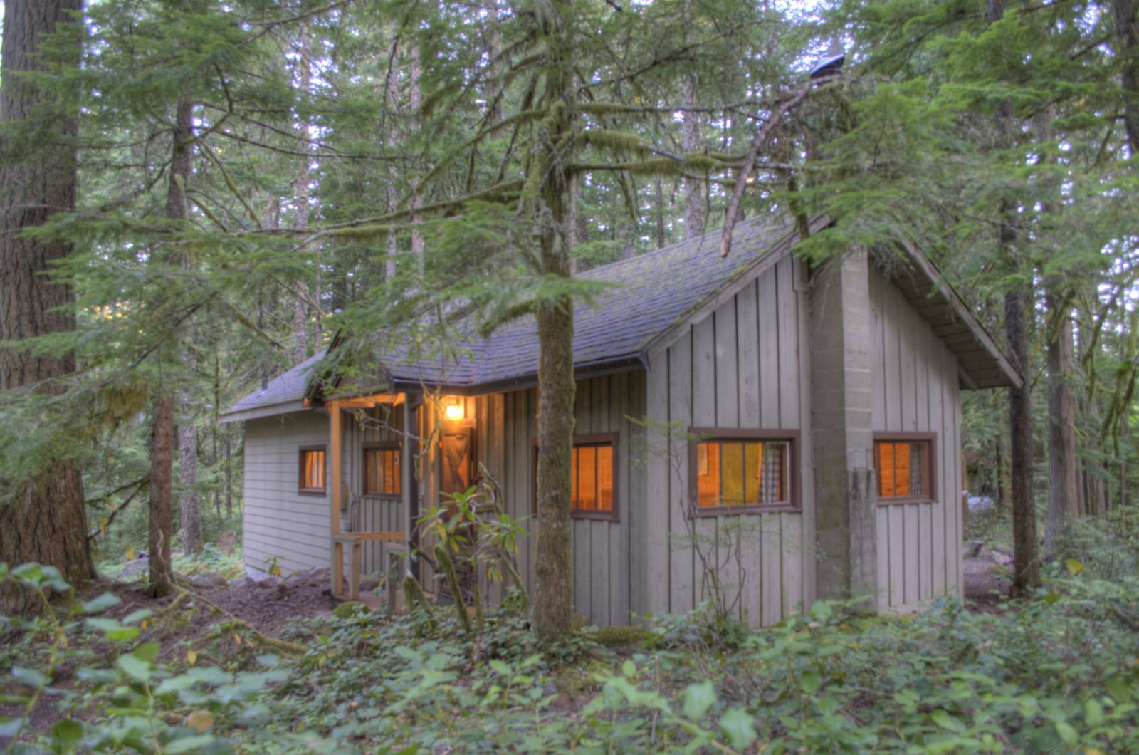 Mt. Hood cabin on leased land in the Mt. Hood National Forest