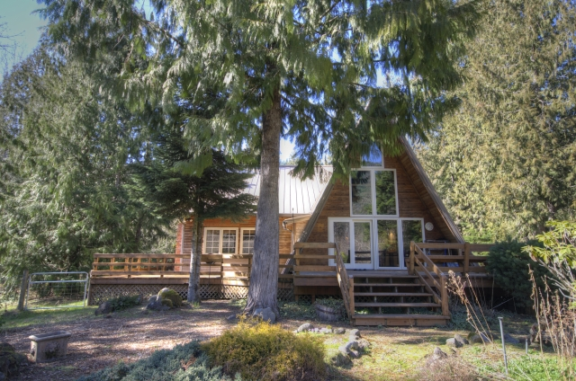 Sandy Riverferont home on a sunny Acre in Rhododedron Oregon