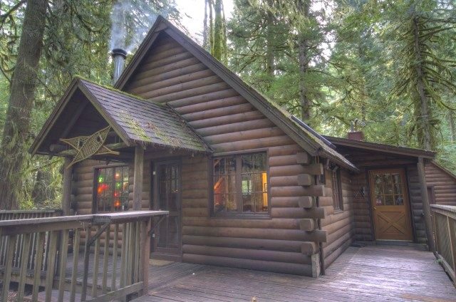 Mt. Hood National Forest Cabin on Camp Creek