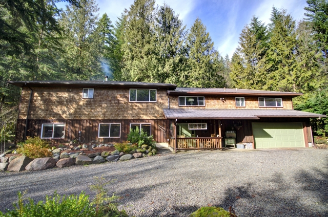 Clear Creek Home on over Half an Acre in Rhododendron Oregon