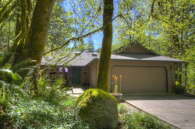 Lupine Drive in Timberline Rim, one level home