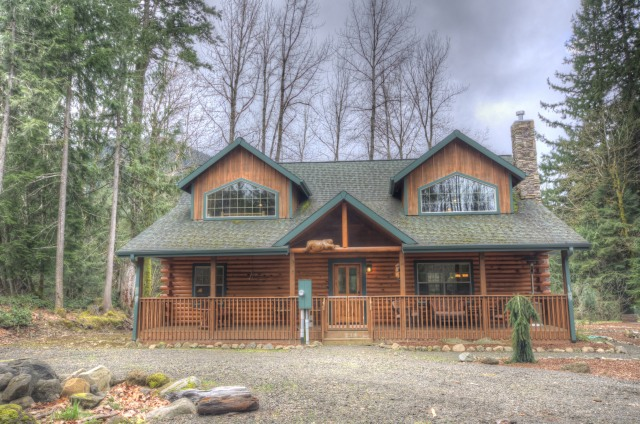Custom Log cabin in Rhododendron Oregon
