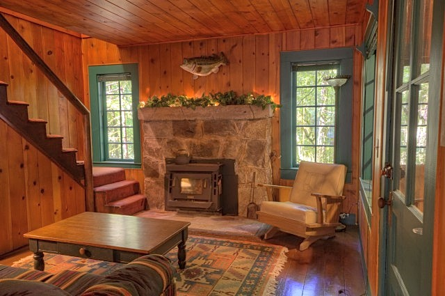 Rhododendron Ski Cabin with Three bedrooms and two baths
