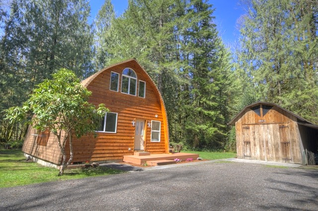Brightwood Oregon 3 Bedroom Home with Outbilding on Jr. Acre