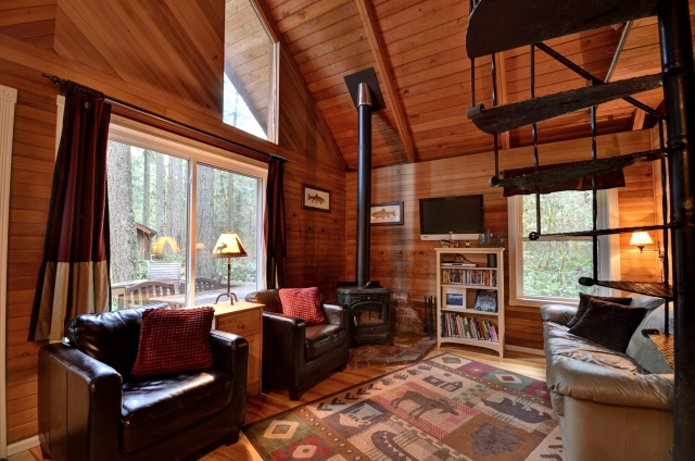 Rhododendron Ski Cabin with Three Bedrooms