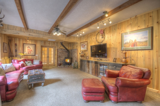 Family Room at the Clear Creek House on LoLo Pass Road in Rhododendron