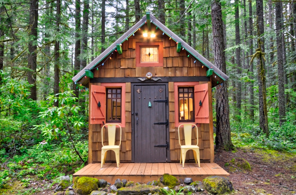 Mt. Hood Camp Creek cabin outbuilding
