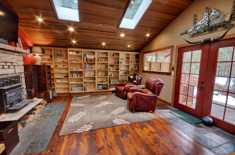 Craftsman Style two bedroom on Sandy River at Mt. Hood
