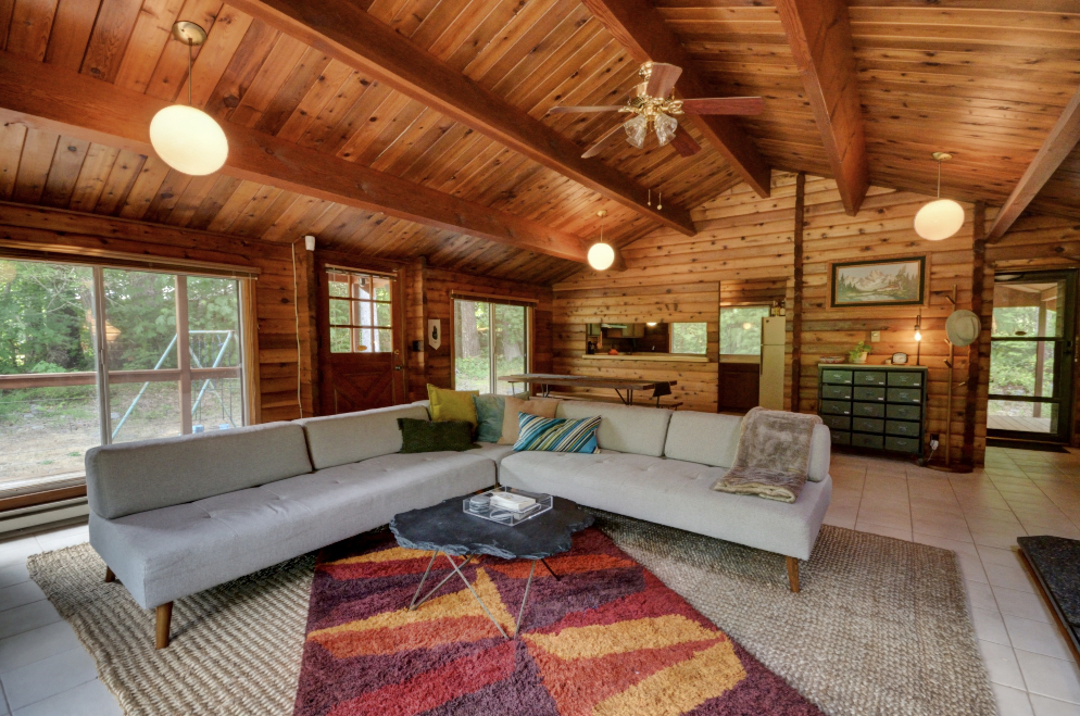 great room in the log cabin