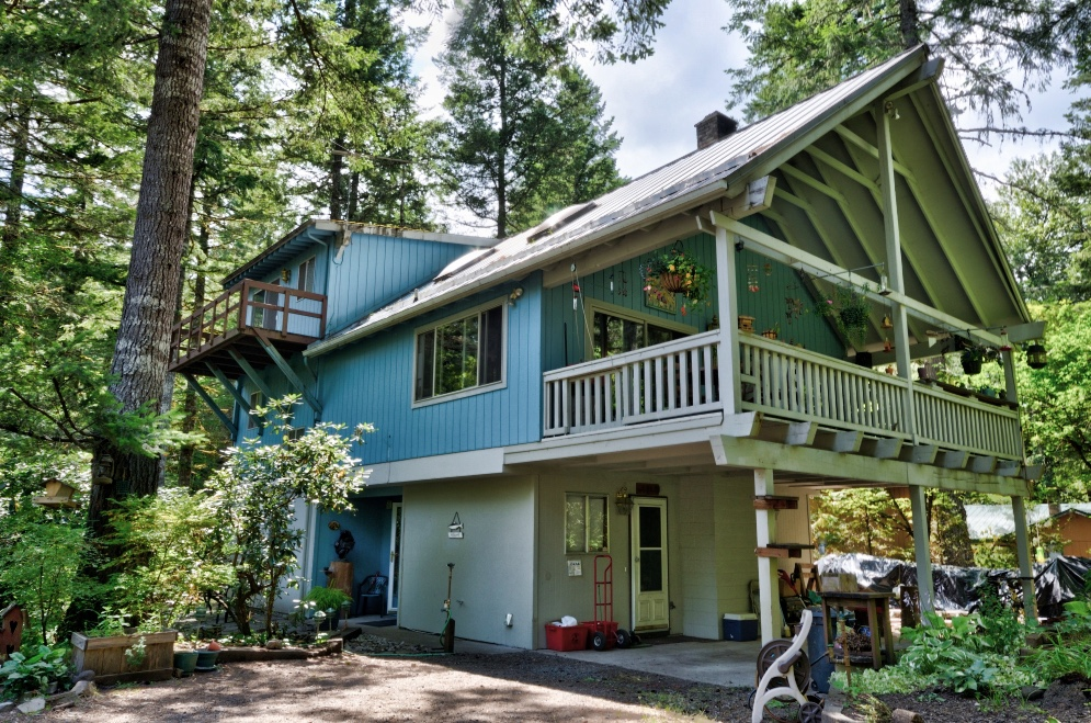 Four Bedroom Home Near the Sandy River