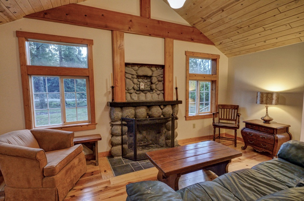 Sleepy Hollow Drive on Mt Hood near Sandy Craftsman Style cabin