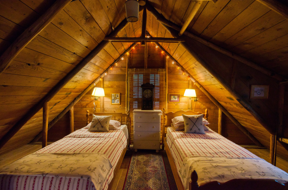 Cozy loft bedroom in a 1930's Steiner Log Cabin in Brightwood Oregon